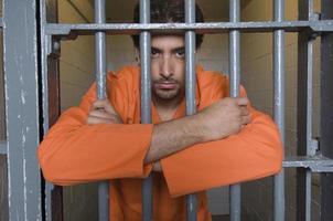 man i fängelse foto