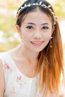 porträtt närbild av ung vacker kvinna foto