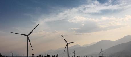 vindkraftproduktion i dalen foto