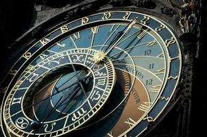 astronomisk klocka från den gamla pragen. foto