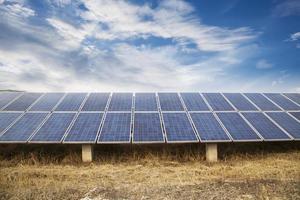 kraftverk som använder förnybar solenergi med sol foto