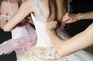 balettdansare som förbereder sig för uppträdandet foto