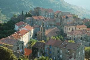 bergsstad på Korsika foto