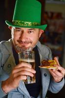 glad irländare foto