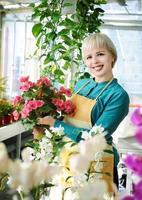 glad blomsterhandlare foto