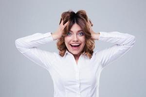 porträtt av en glad affärskvinna foto