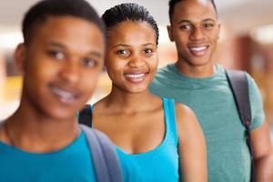 grupp afroamerikanska universitetsstudenter foto