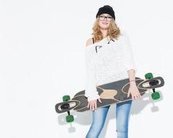 bautiful fashionabla glad ung flicka och longboard