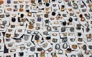 display med ringar - expositor con anillos foto