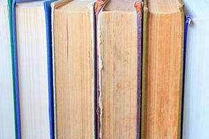 bunt med gamla böcker