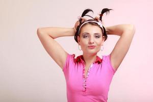 barnlig kvinna infantil flicka med pigtail. längtar efter barndom. foto