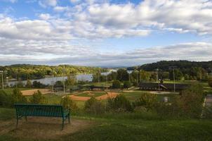 basebollfält på basebollspel på park foto