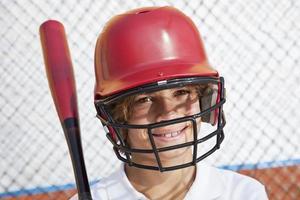 pojke i en battingbur foto