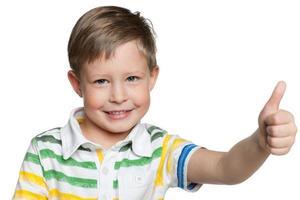 glad förskolepojke foto