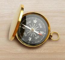 gyllene vintage kompass foto