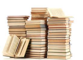 gamla böcker isolerad på vitt foto