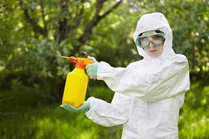ekologi och miljöföroreningar. insekticid. foto