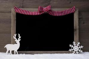 jul svart tavla, röd slinga, ren, kopia utrymme, snö