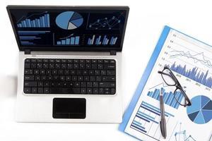 finansiell analys med affärsdiagram 1 foto