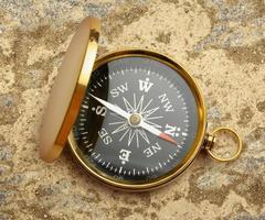 gyllene vintage kompass