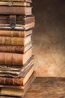 antika böcker med kopieringsutrymme foto