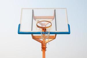 gammal basket hoop foto
