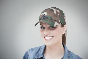 vacker ung kvinna ansikte porträtt med kopia utrymme. foto