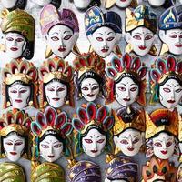 traditionella indonesiska (balinesiska) trämask-souvenirer foto