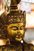 gyllene religiösa staty foto