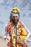 heliga sadhu i varanasi, Indien. foto