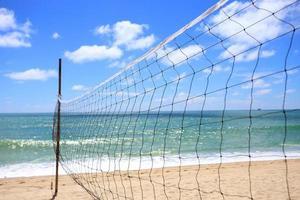 volleybollnät på stranden, sportkoncept foto
