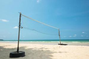 volleybollnät på stranden foto