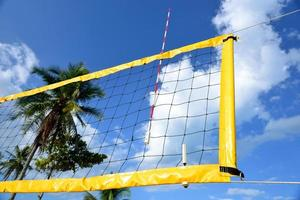nätet av beachvolleyboll. foto