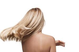 baksida av tjej med vackert långt blont hår foto