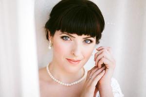 närbild porträtt av den vackra unga bruden foto