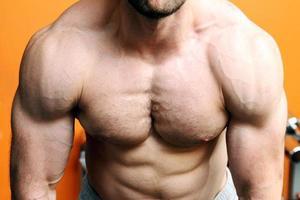 muskulös fitness modell överkropp foto