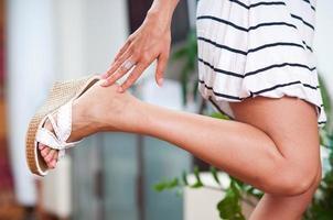 kvinnahand och fot