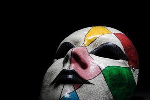 harlekinmask på svart 02 foto