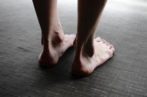 kvinnors ben, fötter foto
