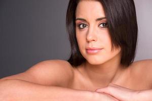 fantastisk ung vacker kvinna närbild porträtt huvud axlar foto