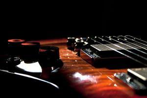 närbild gitarr foto