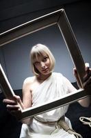 blond skönhet med ram foto