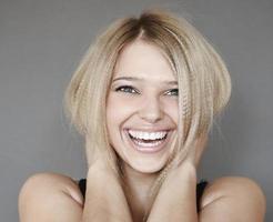 skrattande kvinna foto