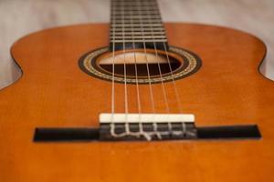 akustisk gitarr på nära håll foto