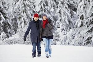 skrattande kör swalking par man kvinna foto