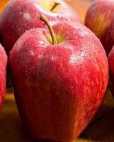 rött äpple, närbild foto