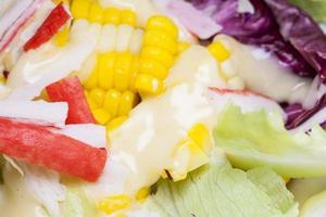 närbild hälsosam sallad. foto