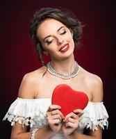 skönhet ung flicka med valentine hjärta foto
