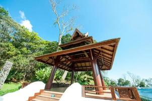 thai paviljong i en park foto