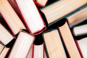 gamla och begagnade inbundna böcker foto